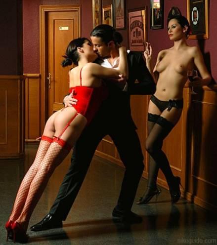 еротические фото танцующих девушек